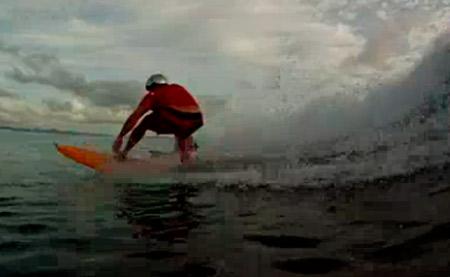 Surfista cego dá show na Indonésia