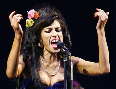 Autópsia de Amy Winehouse será realizada neste domingo
