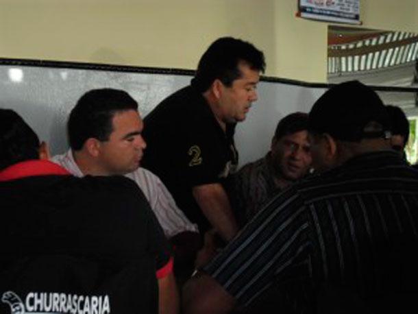 """Zé Milton de Zé de Dona, não consegue acordo para formatar a """"Chapinha"""""""