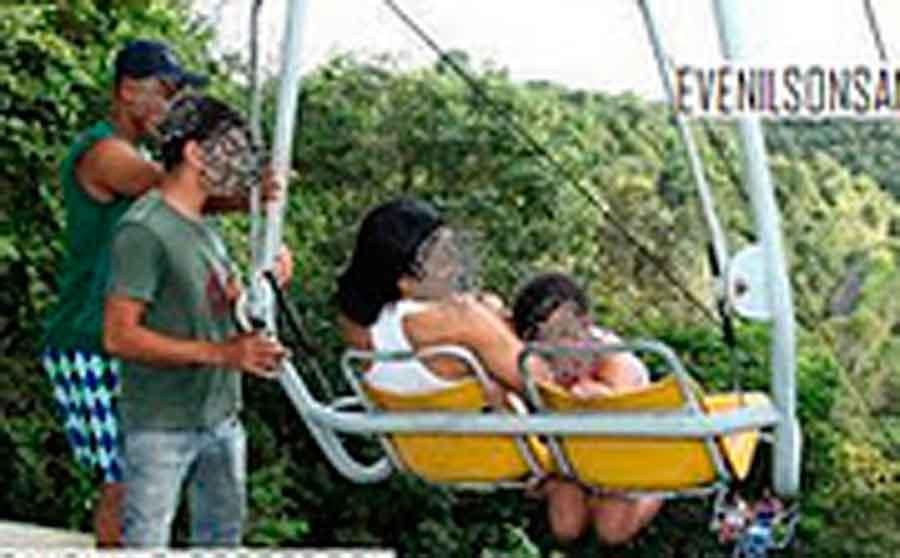 Criança escapa da morte após ficar pendurada em Teleférico