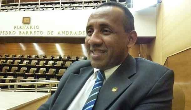 Em greve, professores de Salgado denunciam prefeita por não cumprir Lei