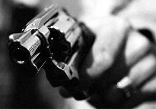 Bandidos invadem casa de sargento da PM  e levam arma e veículo