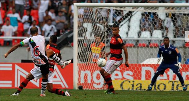 Flamengo decepciona e Vasco vai para a final