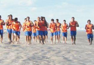 Jogadores do Confiança treinam pesado para enfrentar River Plat