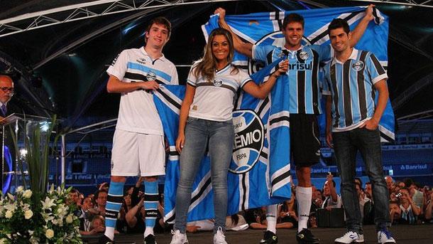 Com festa retrô e ex-BBBs, Grêmio lança uniformes e celebra Olímpico