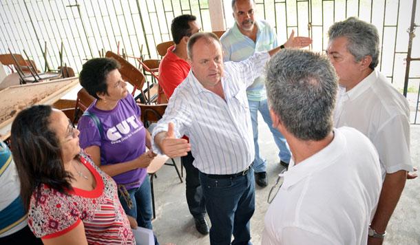 Secretário visita obras de reforma em escolas de Estância