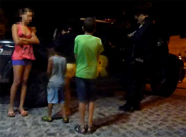 Homem seqüestra ex-esposa e oferece sua filha de 13 anos para marginais