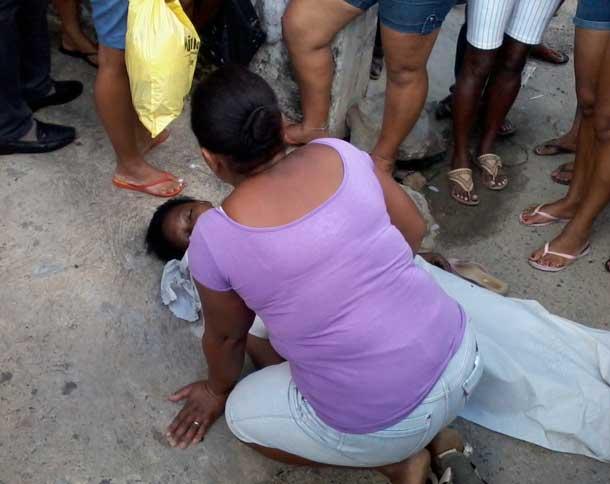 Mulher morre em via pública a espera de socorro do SAMU