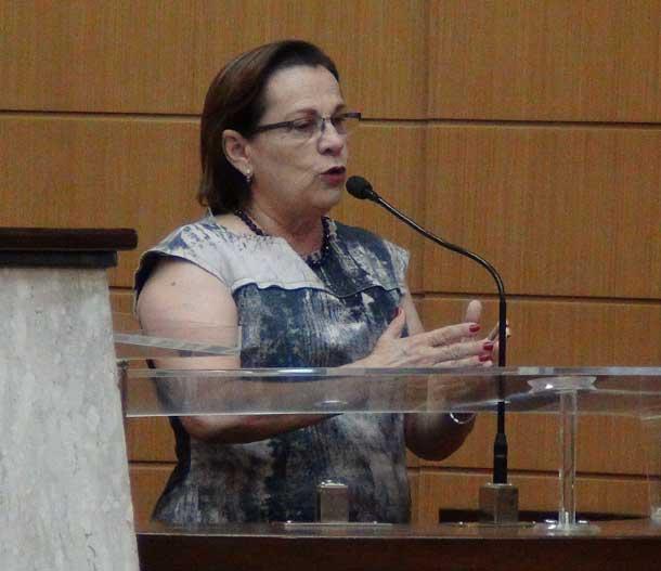 Deputada Ana Lúcia aponta alguns  problemas existentes na educação pública em Sergipe