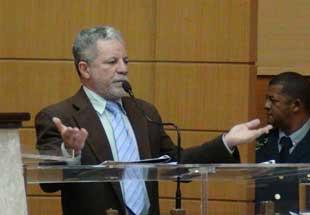 Deputado Francisco Gualberto diz que irá combater os golpistas no país