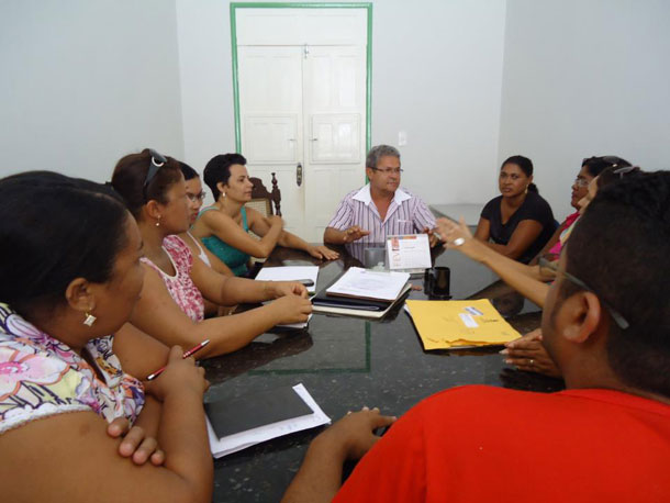 Prefeito de Indiaroba se reúne com SINTESE para discutir atraso do 13º e salário de dezembro
