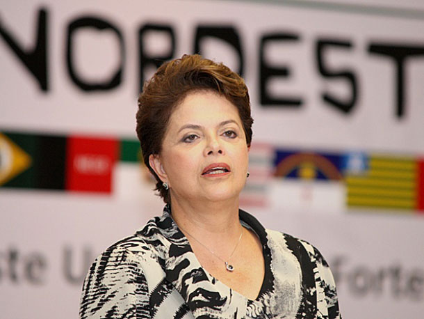 Em discurso sobre protestos, Dilma elogia manifestantes, PM e próprio governo