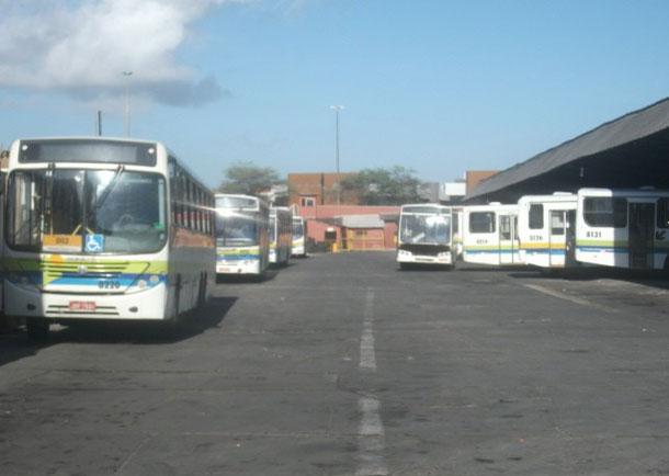 Justiça apreende 66 ônibus da VCA em Aracaju e Salvador por causa de dividas