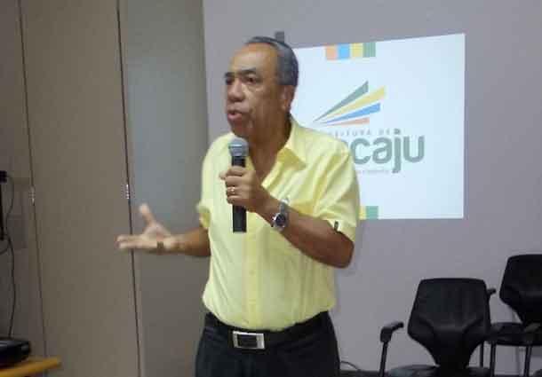 """Prefeito João Alves faz anuncio em prol da """"Educação de Aracaju"""""""