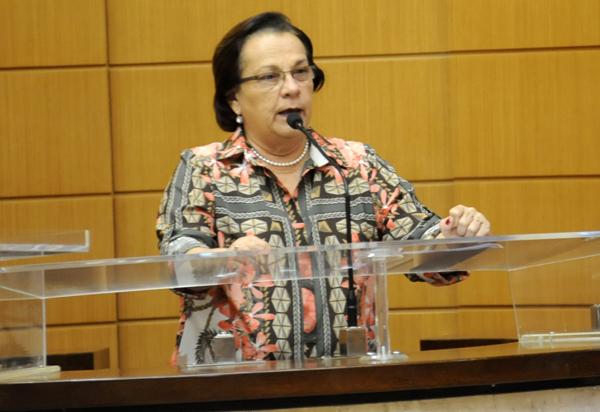 Dep. Ana Lúcia propõe construção de Escola de Ensino Médio na Coroa do Meio