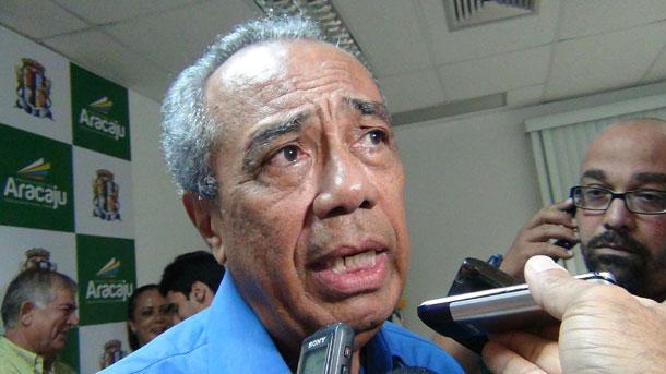 João Alves  recebe alta médica