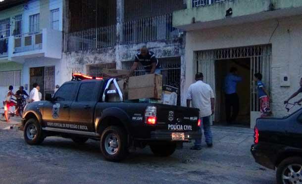 Policia civil de Sergipe faz busca e apreensão de documentos em locadora e câmara de vereadores de Aracaju