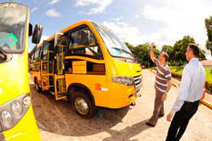 Estudantes de Nossa Senhora do Socorro ganham três ônibus especiais