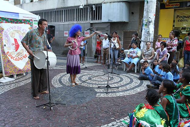 """Apresentações culturais fazem conscientização ambiental no """"Calçadão Popular"""""""