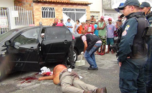 Advogado é assassinado dentro do carro com vários tiros