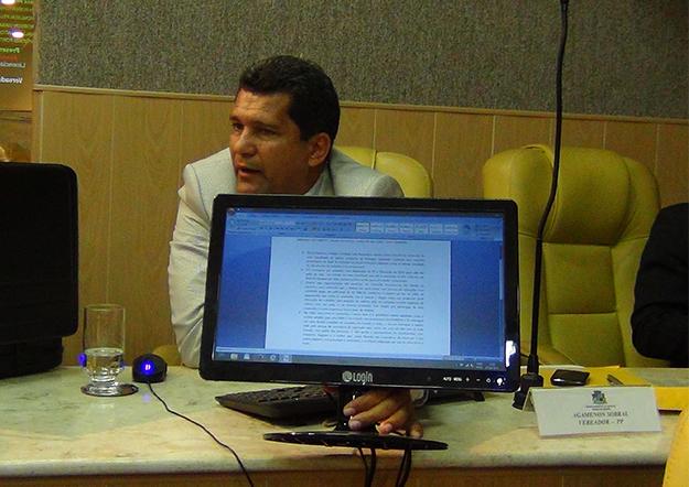 Vereadores de Aracaju batem boca por causa de pagamento a um professor
