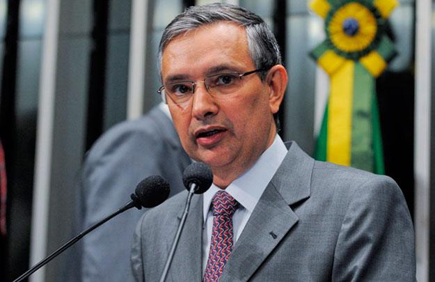 Senador Amorim usa a tribuna para destacar o combate ao câncer de próstata