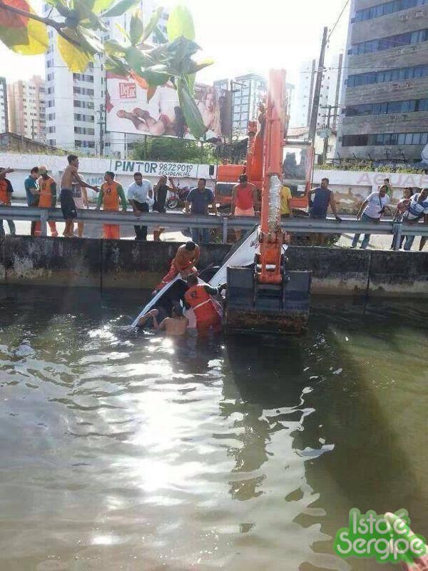 Homem morre após cair com o carro no canal