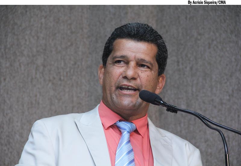 Vereador denuncia que diretor de escola estadual está aliciando adolescentes