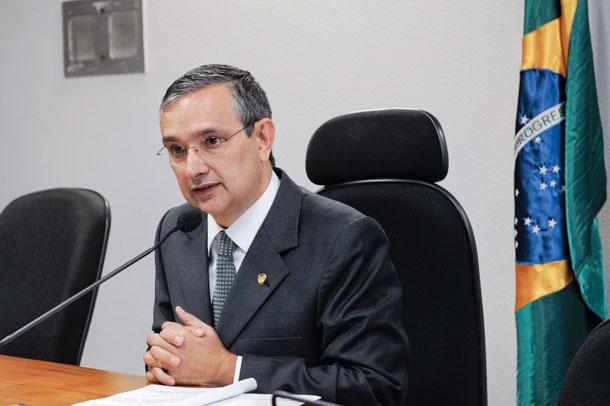Projeto do Senador Amorim sobre prazo de validade do Exame da OAB fica disponível na Web