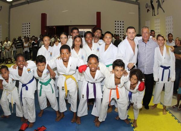 Governador inaugura Escola de Esportes José Gerivaldo Garcia, no bairro Santos Dumont