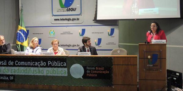 Fitert assina moção no I Pré-Fórum de Comunicação Pública e diz que decreto de Dilma foi um Golpe
