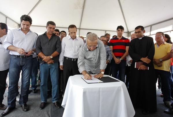 Jackson anuncia pavimentação de 70% da cidade de Cumbe