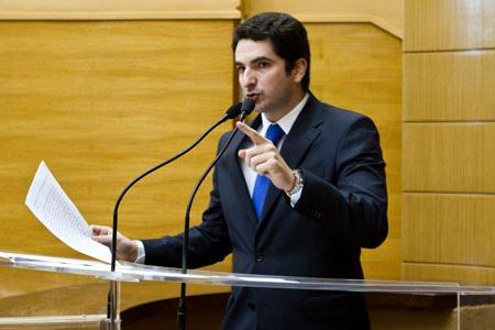 Deputado Gustinho usa a tribuna para denunciar descaso da Prefeitura de Lagarto