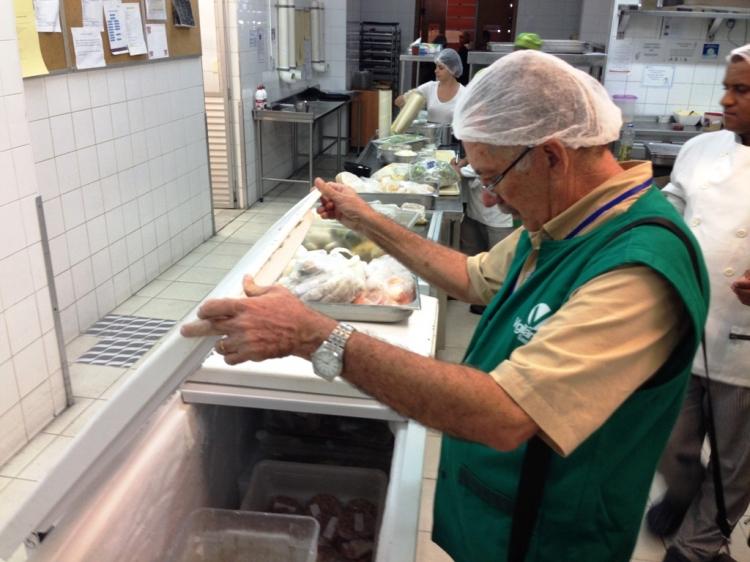 Vigilância Sanitária de Aracaju inspeciona restaurantes e hotéis da Orla