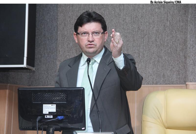 Vereador Agnaldo diz que oposição não tem coragem de encarar as discussões e por saiu da sessão