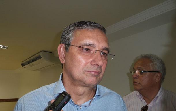 """""""Não se faz transplante renal em Sergipe há quatro anos"""", afirma Eduardo Amorim"""