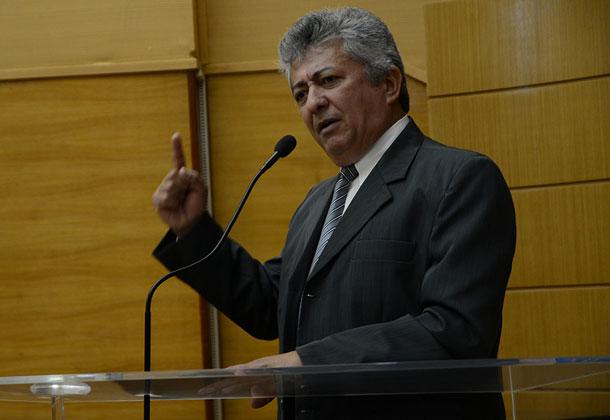 Deputado Gilson Andrade questiona secretário sobre débitos da FHS