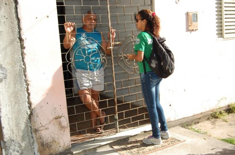 Agentes ambientais informam sobre Cata Bagulho no Lamarão