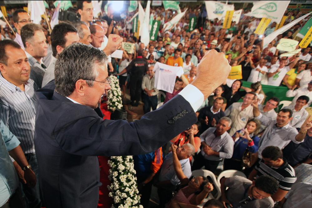 Com convenção lotada, Eduardo Amorim lança candidatura
