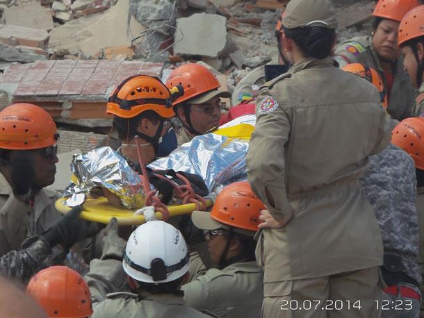 Após 38 horas sob escombros, família é resgatada de desabamento