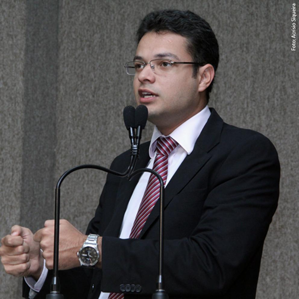 Anderson destaca visita feita ao posto de saúde do Siqueira Campos