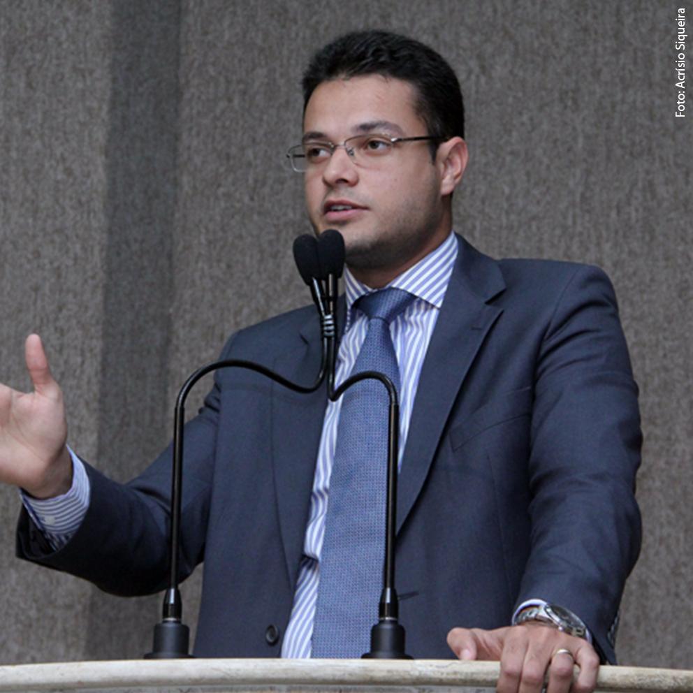 Anderson cobra implantação de redutores de velocidade no Siqueira Campos