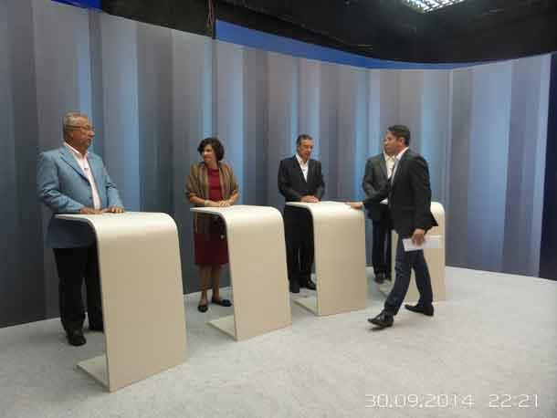 Candidatos participam de debate na TV