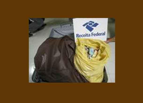 Receita Federal apreende mala com mais R$ 520 mil reais em aeroporto