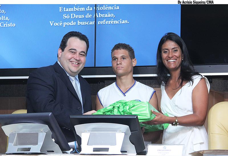 Câmara entrega premiação do primeiro Concurso de Poesias Governador Marcelo Déda