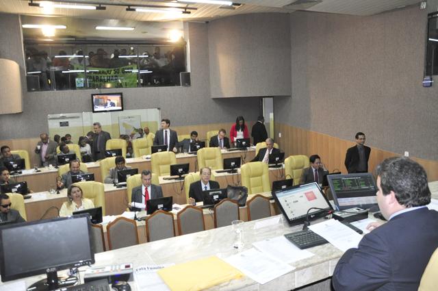 Projetos do Executivo são aprovados na Câmara