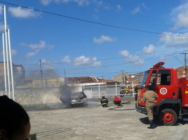 Após carro de professora ter sido incendiado professores cobram segurança