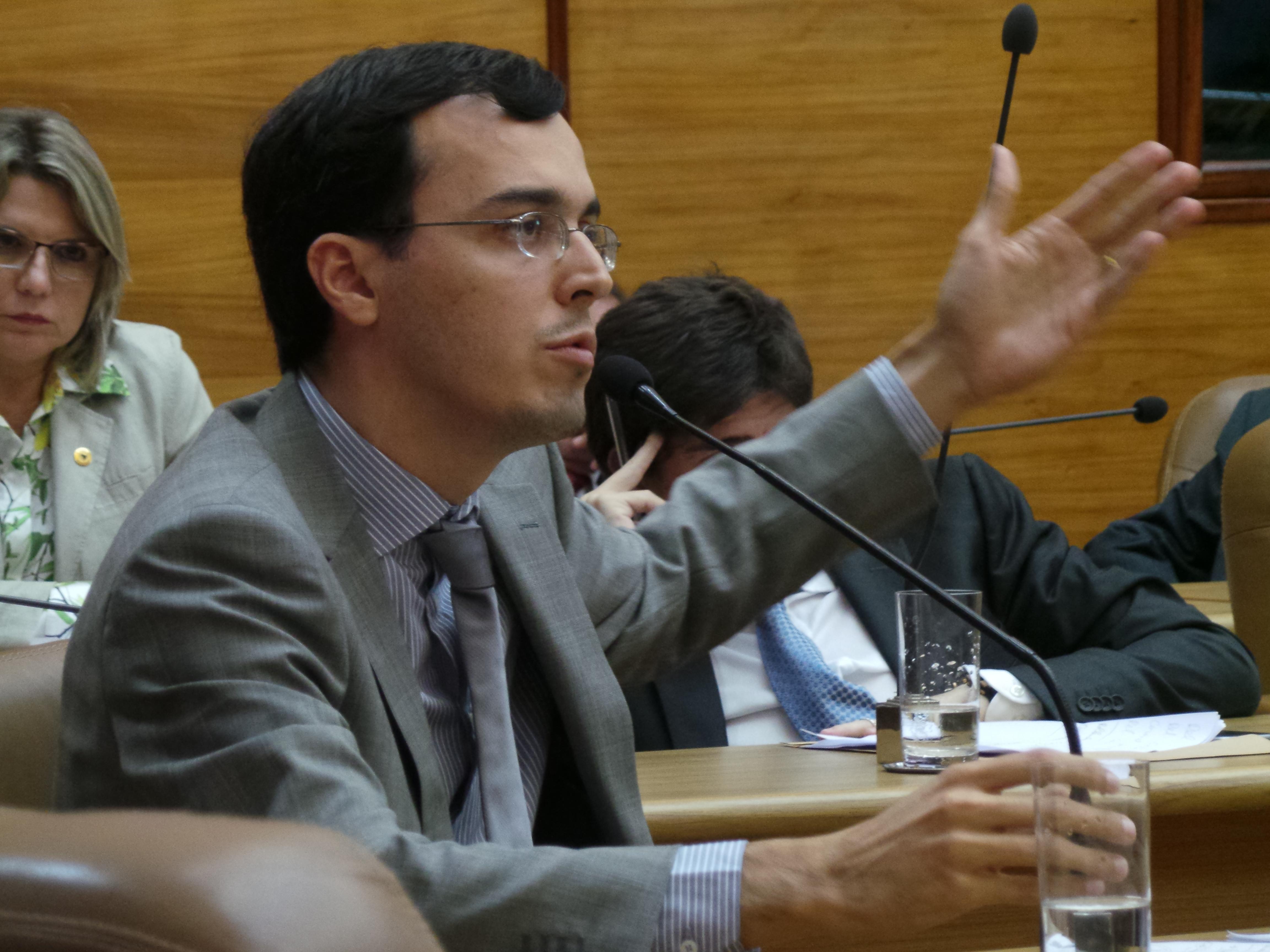 Deputado Georgeo Passos peteia sede própria para defensores públicos de Sergipe