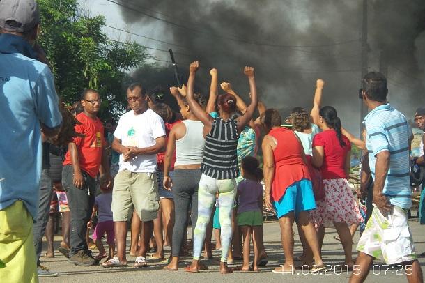 Movimento MOTU interdita avenida e realizam ato de protesto