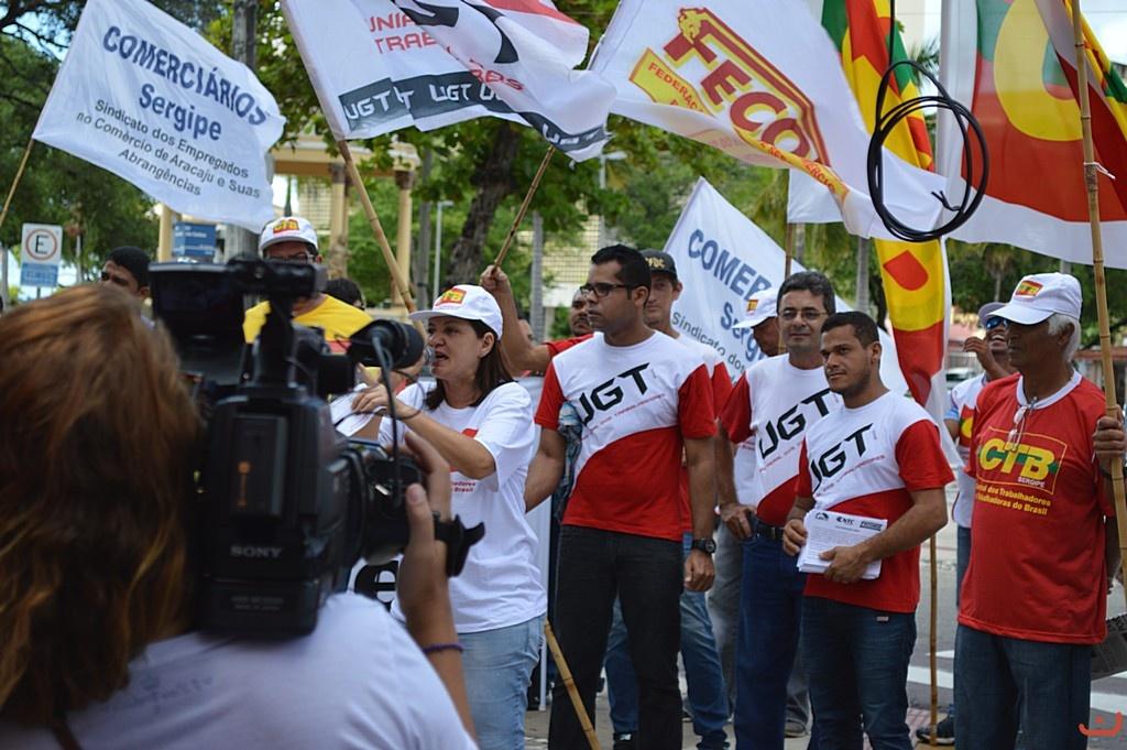 Sindicalistas entregam  aos parlamentares sergipanos carta de apelo pelo arquivamento do PL da Terceirização